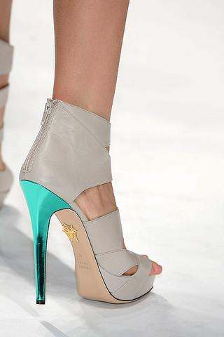 Emilio-Morena-Details-spring-fashion-2010-036_runway