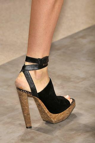 Herve-Leger-Details-spring-fashion-2010-015_runway