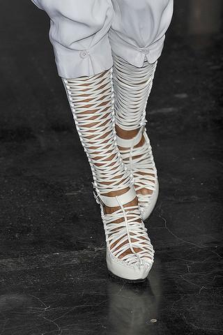 Ohne-Titel-Details-spring-fashion-2010-031_runway