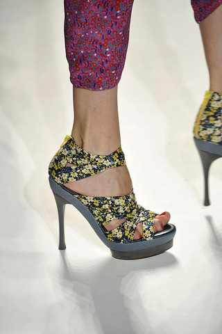 Rebecca-Taylor-Detail-spring-fashion-2010-054_runway