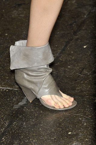 Richard-Chai-Detail-spring-fashion-2010-005_runway