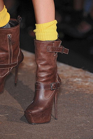 DSquared2-Details-spring-fashion-2010-009_runway