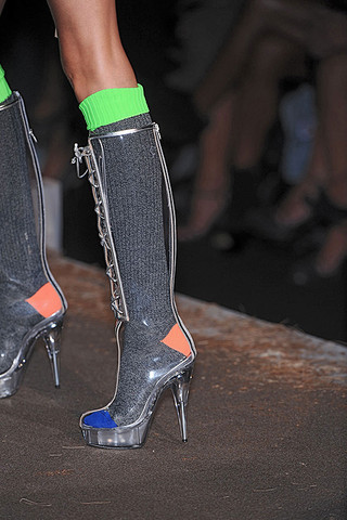 DSquared2-Details-spring-fashion-2010-035_runway