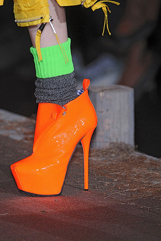 DSquared2-Details-spring-fashion-2010-039_runway