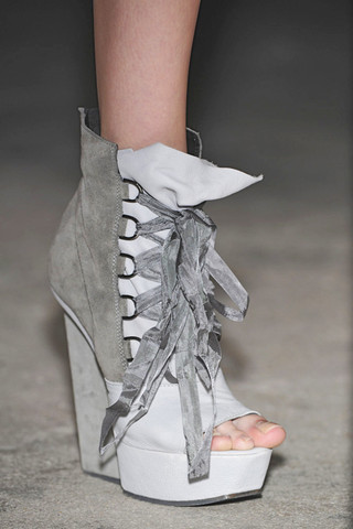 Gareth-Pugh-Detail-spring-fashion-2010-003_runway
