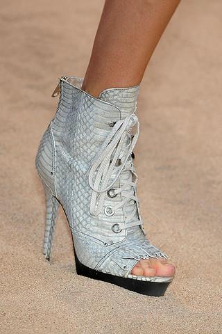 Guy-Laroche-Details-spring-fashion-2010-046_runway