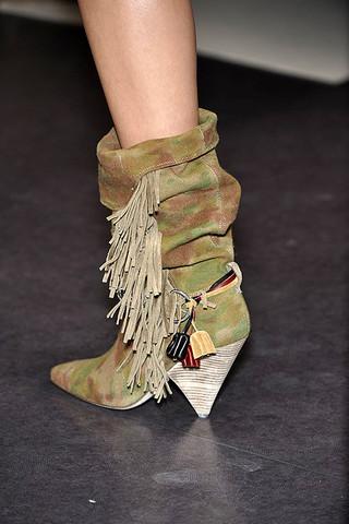Isabel-Marant-Details-spring-fashion-2010-009_runway
