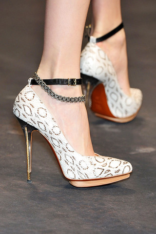 Lanvin-Detail-spring-fashion-2010-016_runway