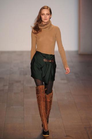 d2c1e8a2cb3cc Tommy Hilfiger 2010 Fall N.Y Fashion Show - R-A-W SHOES BLOG