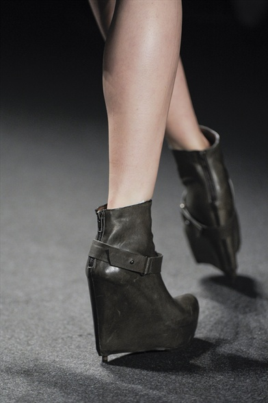 Vera Wang Fall 2011 N.Y Show, Charcoal Leather Wedge Boots