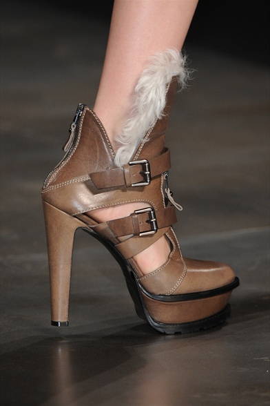 Etro Fall 2011 Milan Show,Brown Leather Platform Ankle Boots with Natural Fur