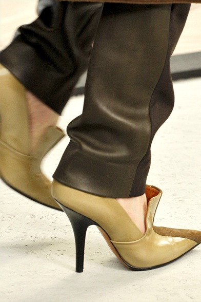 Celine Fall 2011 Paris Show,Beige Leather and Coffee Brown Suede Pointed-Toe Court Shoes