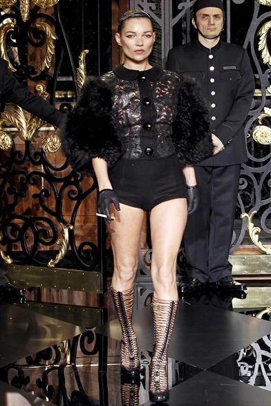 Louis Vuitton Fall 2011 Paris Show, Kate Moss walks the runway for Louis Vuitton 2011 Fall Paris Show
