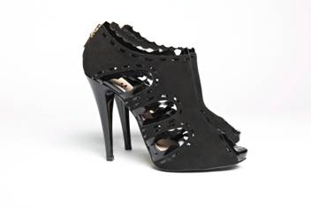 Black Patent Leather Sandals with Scalloped Edges,Mechante of London Spring 2011 Collection